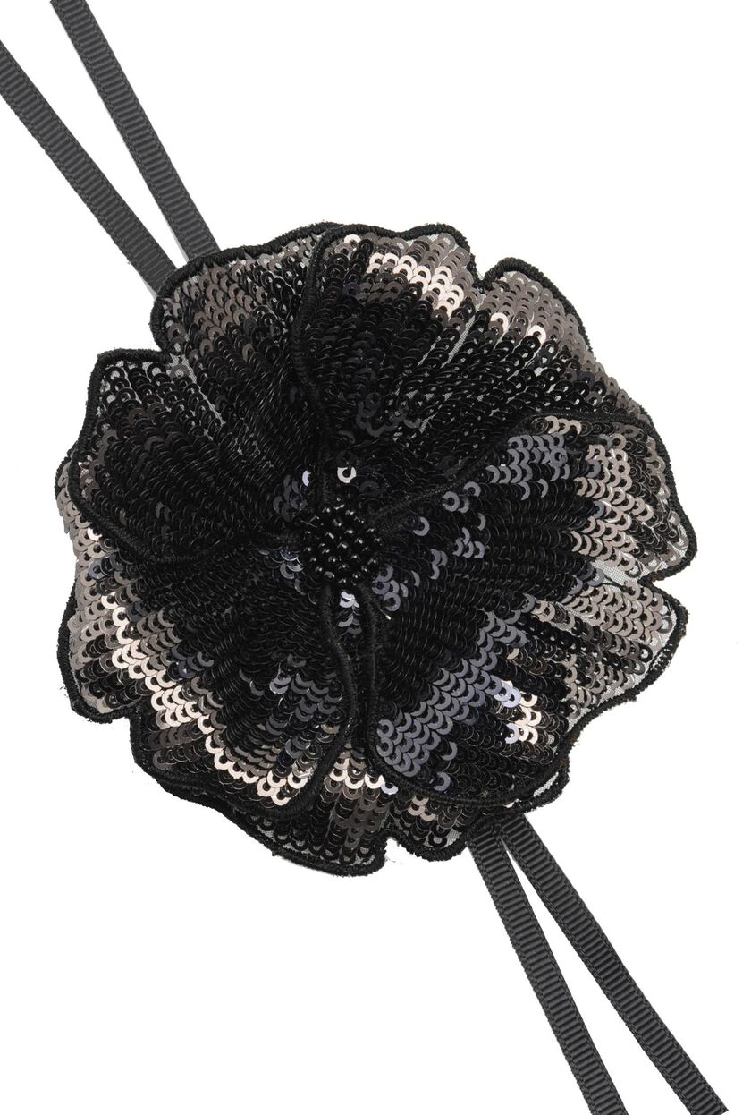 Brooch with sequin flower
