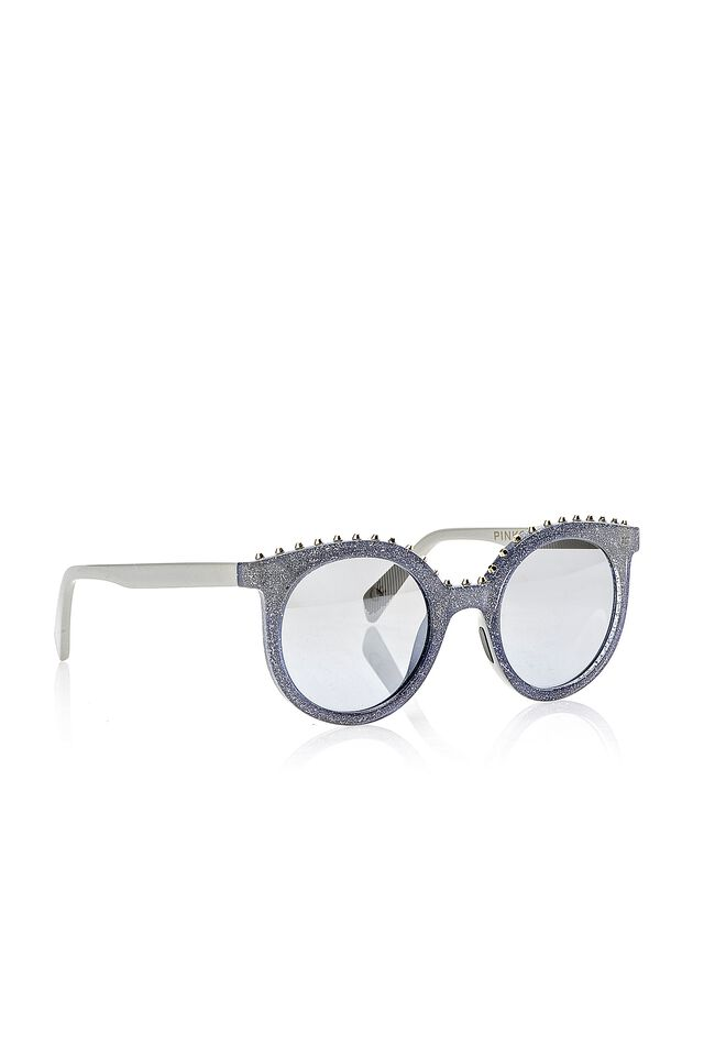 Sunglasses with studs