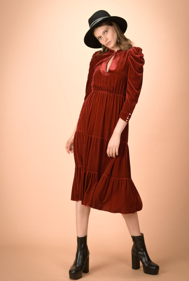 Maxi dress in velvet with puffed sleeves