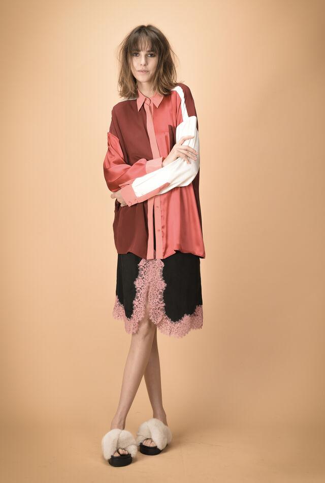 Maxi camicia in raso di seta a pannelli patchwork