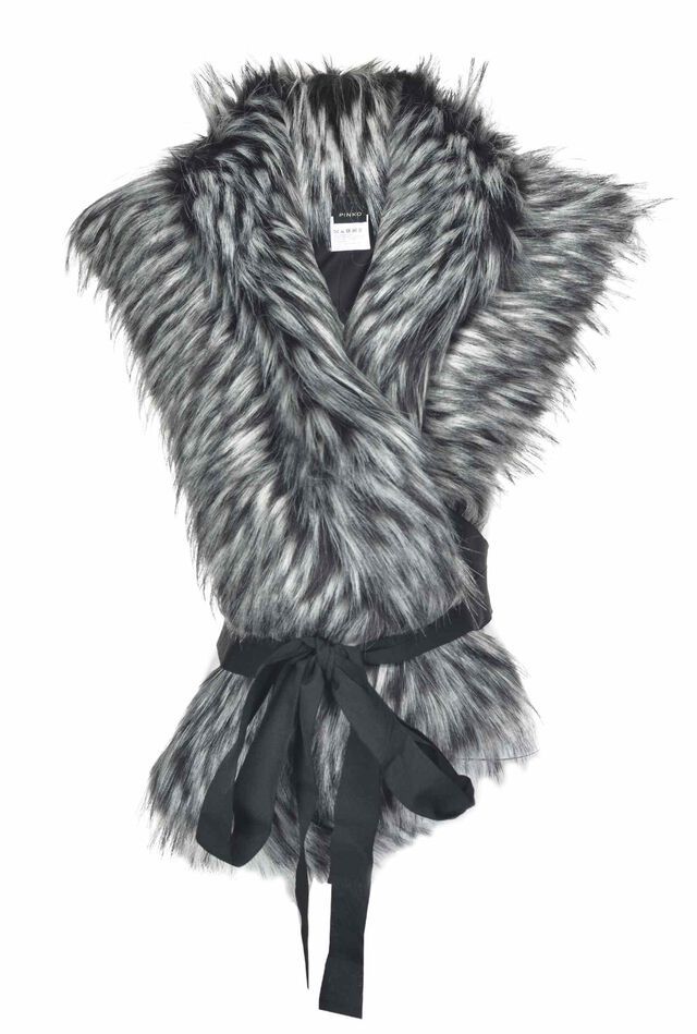 Maxi faux fur collar with ribbon at the waist
