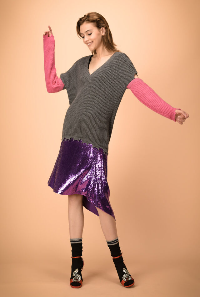 V-neck cardigan-stitch sweater