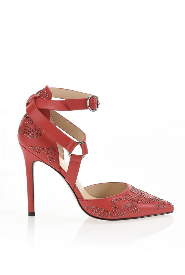 Leather court shoe with studs