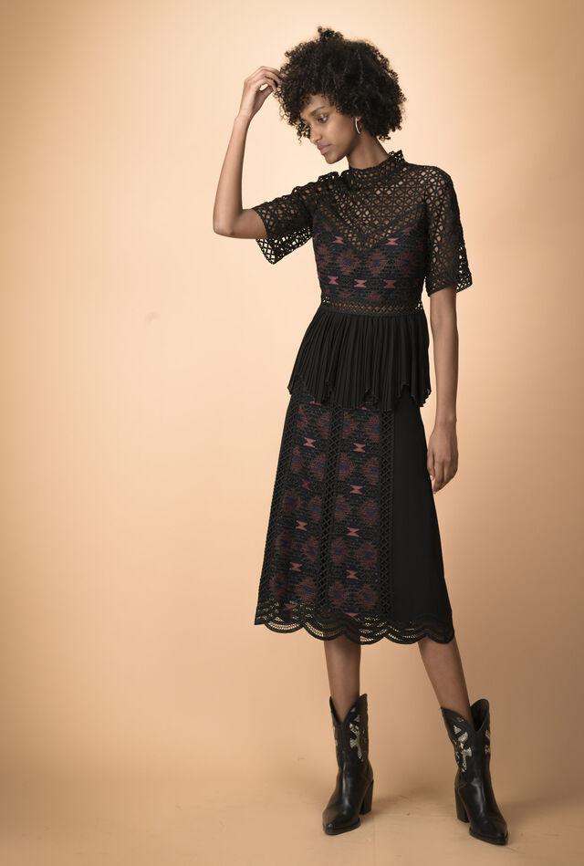 Skirt with macramé panels