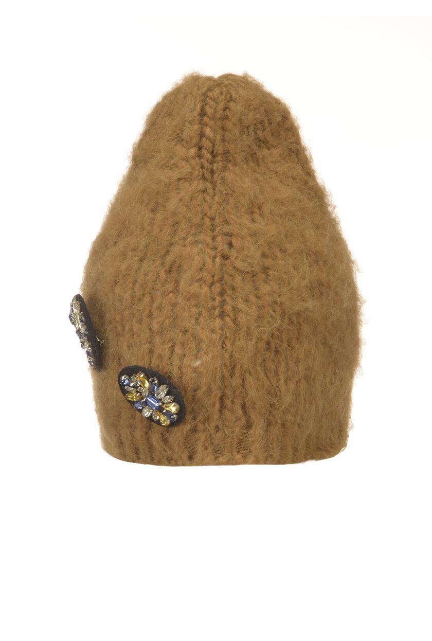 Berretto di lana con spille