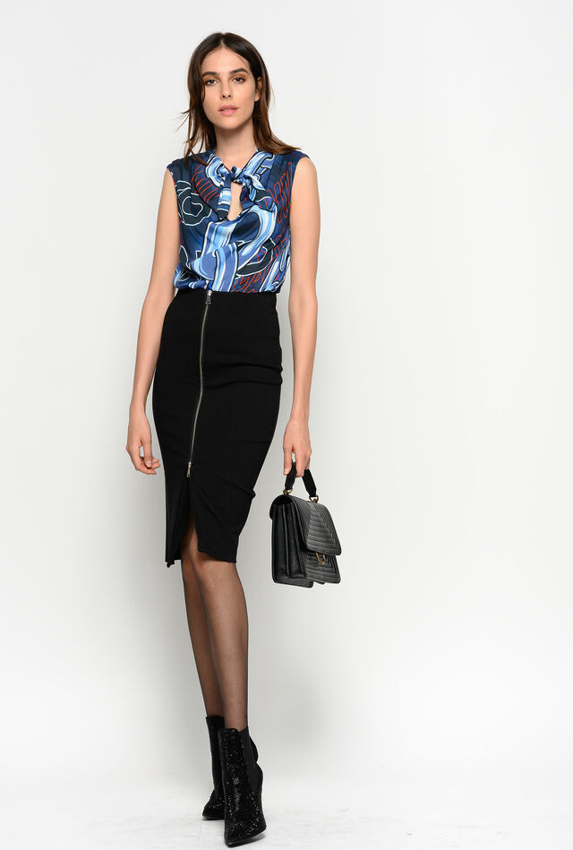 Mid-calf length skirt with zip