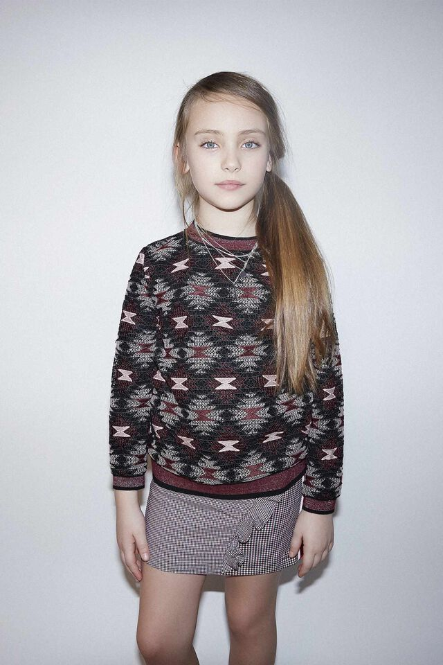 Patterned sweatshirt in macramè lace