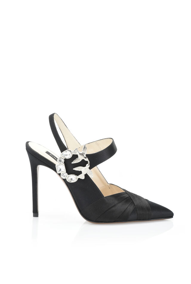 Zapato de salón de raso con hebilla joya
