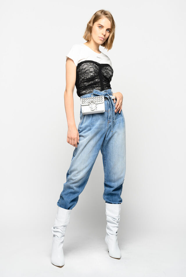 Carrot-fit jeans with belt