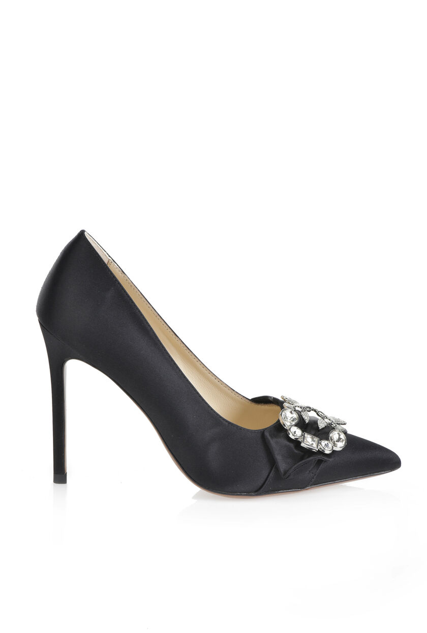 Satin pumps with decoration