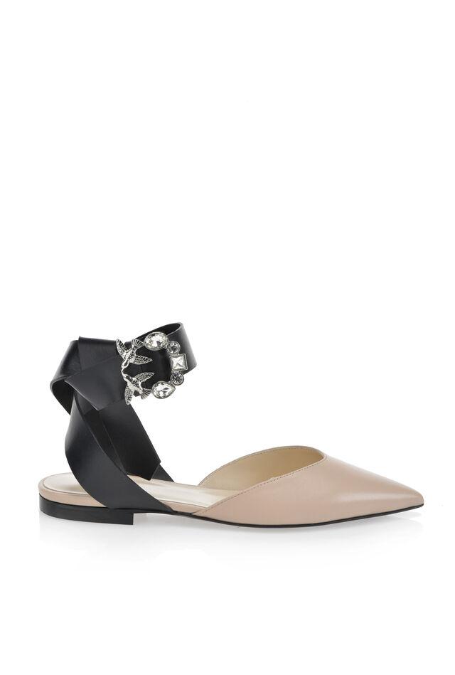 Zapato de piel de becerro con hebilla joya