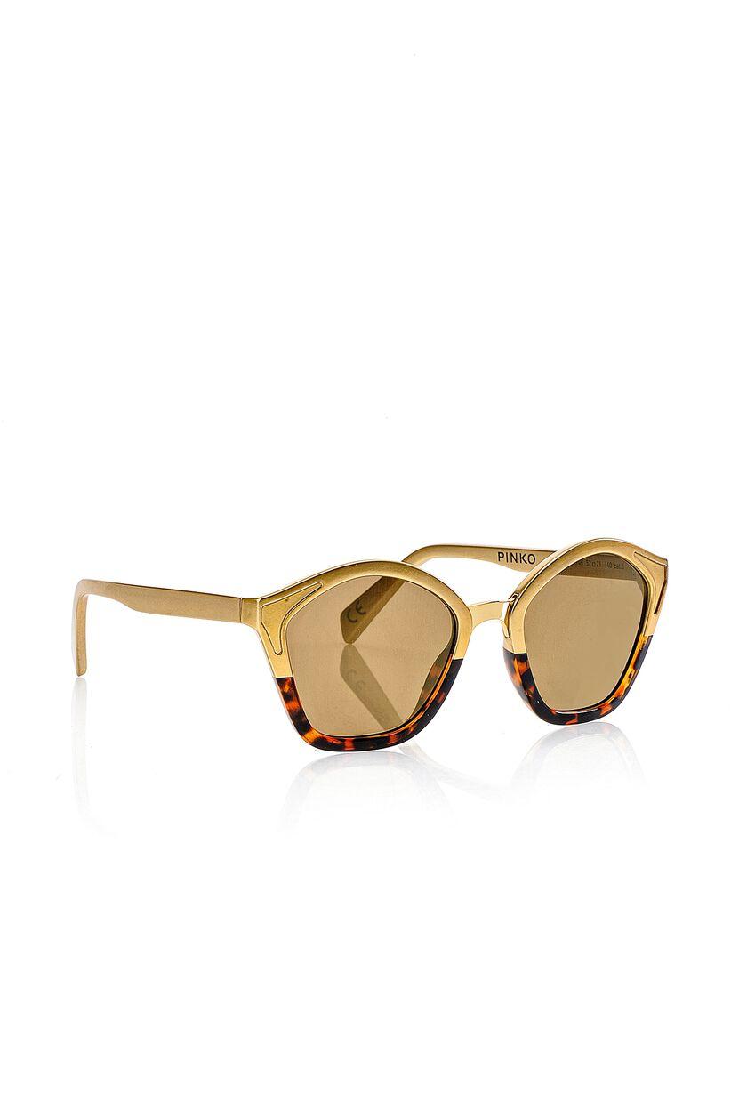 Gafas de sol con detalles metálicos
