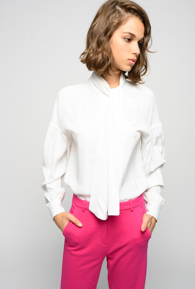 Blouse with sash collar