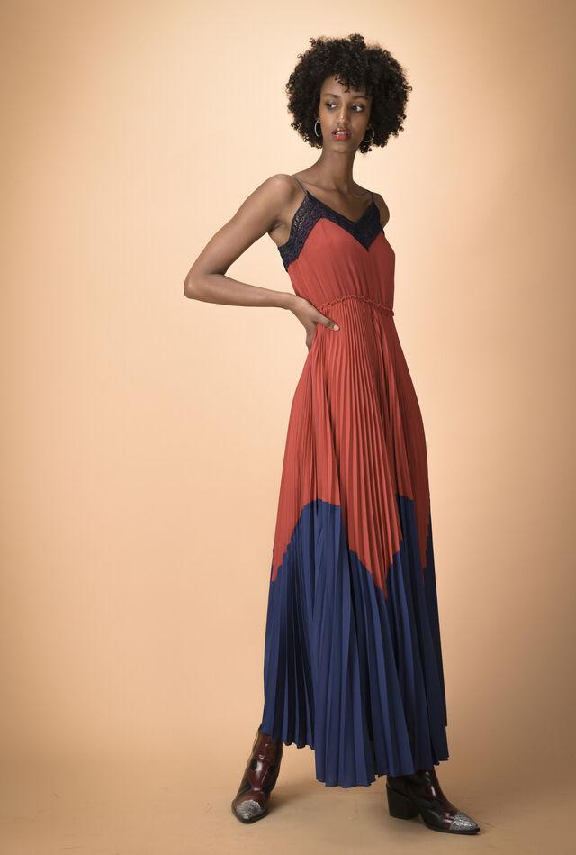 Long dress in pleated crêpe de chine