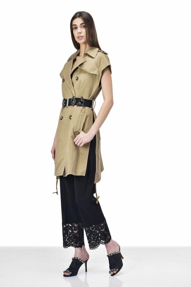 Sleeveless satin trench coat with belt