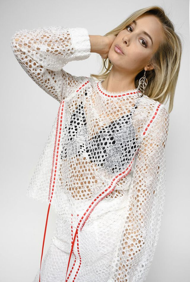 Блузка из кордового кружева