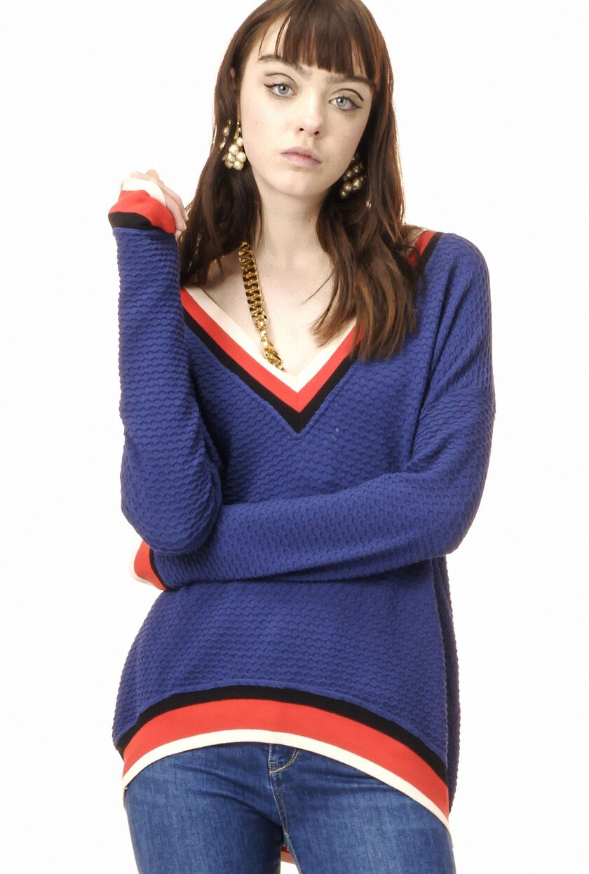 Honeycomb knit pullover with V neck