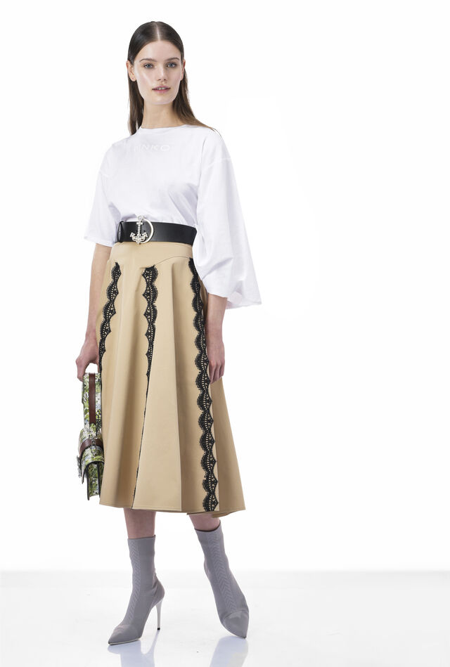 Skirt in luxury sateen with lace