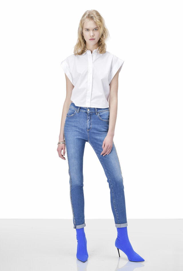 High-waisted jeans with rhinestones