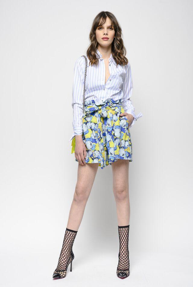 Shorts con estampado peonía