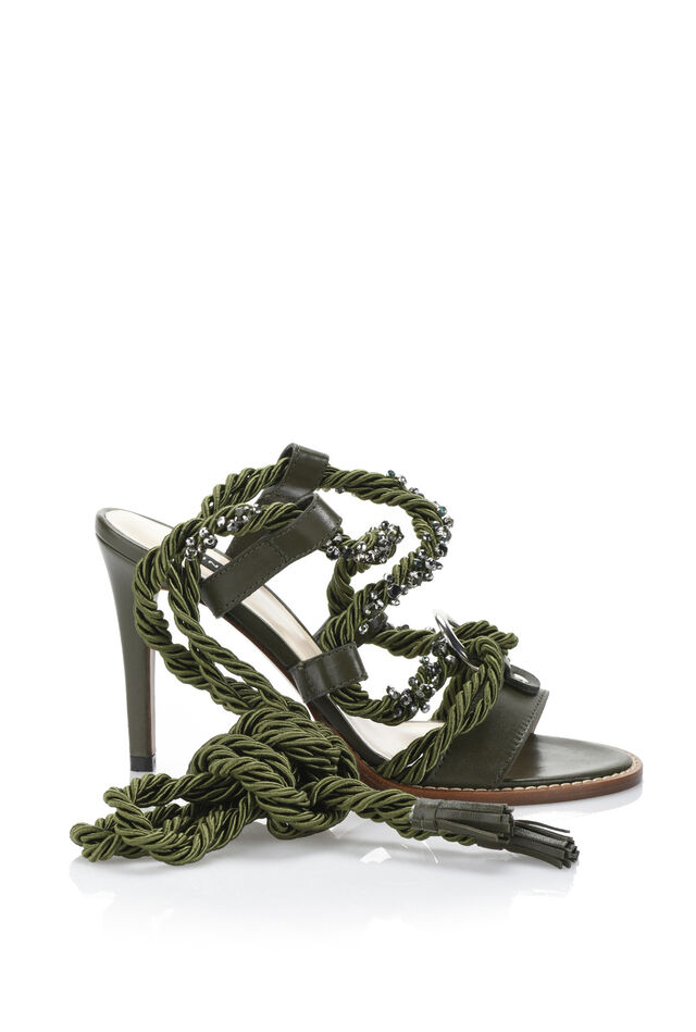 Calfskin sandals with embroidered torchon