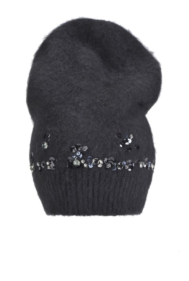 Plain knit hat with sequins